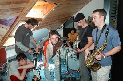 UDG ve studiu 2004